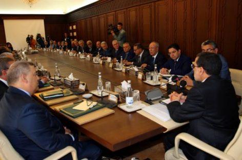 حكومة العثماني تُعفي 27 مسؤولا منذ تشكيلها وتعيّن 129 آخرين