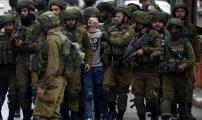 لم ينزل رأسه.. صورة الطفل الفلسطيني التي صنعت الحدث