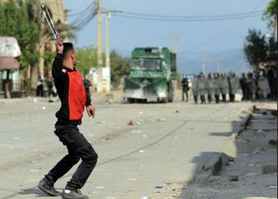احتجاجات القبايل تتواصل والأمن الجزائري يواصل قمع المتظاهرين