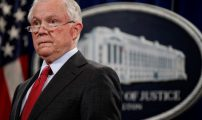 قاض أمريكي يهدد بمتابعة وزير العدل بسبب طرد الحكومة طالبتي لجوء