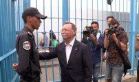 شرطي مغربي يحرج رئيس حكومة سبتة.. وفيسبوكيون يدعون لترقيته (فيديو)