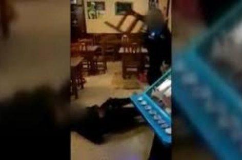الاعتداء على مغربي من طرف شرطي إسبانيا.. السلطات المغربية تدخل على الخط (فيديو)