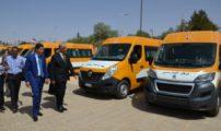 السيد عبد النبي بعيوي يترأس عملية تسليم سيارات إسعاف وحافلات للنقل المدرسي بمدينة بوعرفة