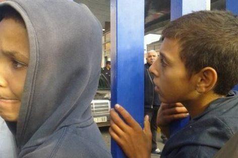 القاصرون المغاربة يعجلون برئيس حكومة مليلية إغلاق الحدود الوهمية ببني انصار في وجه سكان مدينة الناظور