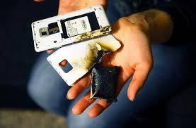 بسبب ضربة رعد قوية انفجار هاتف نقال لعامل في الورش المينائي ببويفار ويمزق وجهه