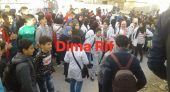 """تلاميذ المؤسسات التعليمية بالناظور يواصلون إحتجاجتهم لـ""""إسقاط الساعة الجديدة"""" وعامل الإقليم يتدخل"""