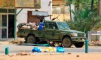 أربعة قتلى في السودان والمخابرات تعلن إحالة ضباط للتقاعد والمجلس العسكري يعتبر ان اغلاق الطرق وإقامة الحواجز جريمة كاملة الاركان